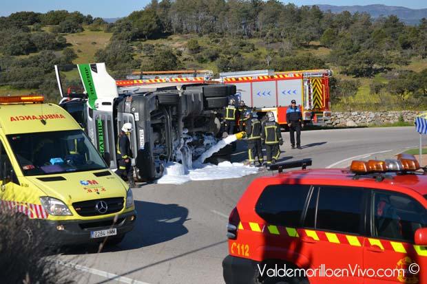 accidente-vuelco-camion-valdemorillo-4