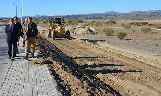 Villanueva de la ca ada contin a la construcci n de su for Piscina villanueva de la canada
